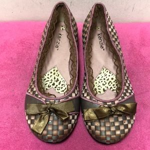 BNWT Kenzie Flat Shoes